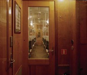 Reissujunassa on tunnelmaa museojunalla